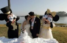 11 Funny Wedding Pictures You'll Never See on Your Album Crazy Wedding, Dream Wedding, Wedding Fun, Wedding Stuff, Wedding Stress, Wedding Toasts, Wedding 2017, Wedding Things, Wedding Bells