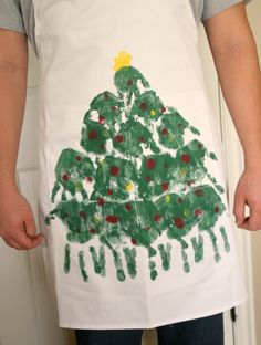 Fun handmade gift to give to mom, dad, or the grandparents, - Handprint Christmas tree apron Handmade Christmas Gifts, Christmas Diy, Christmas Sweaters, Christmas Aprons, Christmas Crafts For Kids To Make, Toddler Ugly Christmas Sweater, Homemade Christmas, Christmas Clothes, Children Crafts