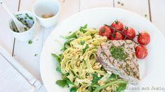 Koken met Jamie | Gegrilde tonijnsteak met rucolapasta & tomaatjes uit de oven - Koken met Jamie Healthy Recipes, Healthy Food, Main Dishes, Seafood, Spaghetti, Fish, Ethnic Recipes, Foodies, Drinks