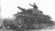 Советские танкисты на немецком танке PzKpfw IV