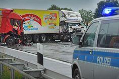 Drei Lastwagen krachen zusammen – zwei Menschen schwer verletzt +++  Schwerer Lkw-Unfall auf der A2 – Richtung Hannover gesperrt