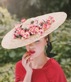 Lovely bonnet...   tocado invitada cherubina sevilla pamela boda blog atodoconfetti