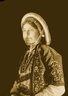 Ramallah - رام الله : RAMALLAH - A Palestinian woman of Ramallah in traditional embroidered dress, circa 1920s (Per Reem Ackall)