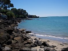 Stunning Coastal Walk Over Volcanic Rock: Takapuna to Milford via @Rhondaalbom
