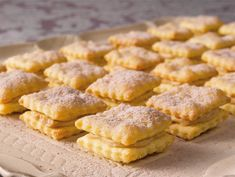 Ranskalaiset vohvelit Finnish Recipes, Food Challenge, Sweet Desserts, Apple Pie, Food Inspiration, Cookie Recipes, Biscuits, Sweet Tooth, Good Food