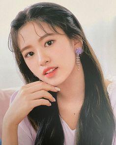 Kpop Girl Groups, Korean Girl Groups, Kpop Girls, Yuri, Eyes On Me, Foto E Video, Photo And Video, Japanese Girl Group, The Wiz