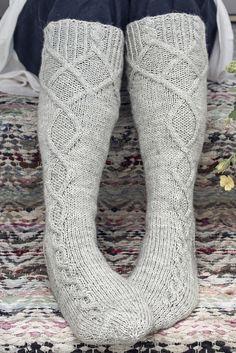 Sukkalehti 2015 Malli 13Villasukat Saimaa Novita 7 Veljestä II Ruutupiirros, miehen sukka. Ruutupiirroksen vasemmassa reunassa ylimääräinen rivi.