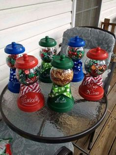DIY - Candy jars from Terra Cotta planters. DIY Candy jars from Terra Cotta pl Clay Pot Projects, Clay Pot Crafts, Diy Christmas Gifts, Christmas Projects, Holiday Crafts, Christmas Crafts, Christmas Decorations, Holiday Candy, Diy Clay