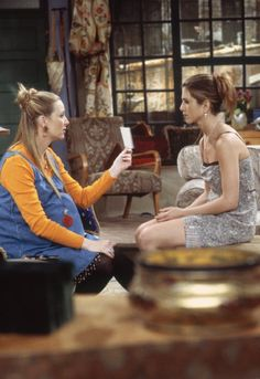 Jennifer Aniston and Lisa Kudrow in Friends