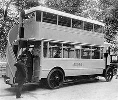 Berlin 1925 Neues Busmodell der ABOAG-Omnibusse mit ueberdachtem Oberdeck und Sitzplaetzen fuer insgesammt 50 Personnen...