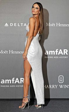 Alessandra Ambrosio from The Big Picture: Today's Hot Photos Legs for days! The Brazilian supermodel slays the amfAR Gala red carpet in Milan in a gorgeous Julien Macdonald gown and Giuseppe Zanotti sandals. Alessandra Ambrosio, Sexy Dresses, Dress Outfits, Dress Shoes, Shoes Heels, Brazilian Supermodel, Catwalk Models, Vestidos Sexy, Legs For Days