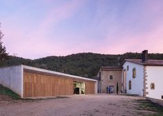 Arnau Vergés builds concrete outbuilding for 17th-century Spanish farmhouse