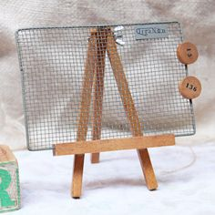 LOVE THIS! easel (jewelry) stand