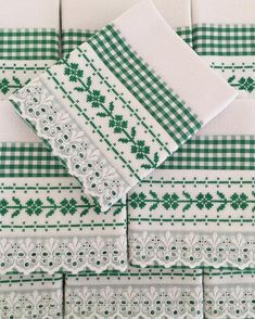 Farm Crafts, Diy And Crafts, Embroidery Stitches, Hand Embroidery, Fabric Storage Boxes, Christmas Towels, Towel Crafts, Cross Stitch Kitchen, Swedish Weaving