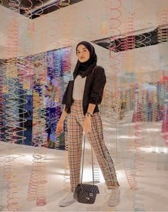 hijab remaja simple New style hijab casual simple ideas – Hijab Fashion 2020 Hijab Casual, Ootd Hijab, Hijab Fashion Casual, Hijab Jeans, Street Hijab Fashion, Hijab Chic, Casual Pants, Muslim Fashion, Fashion Outfits