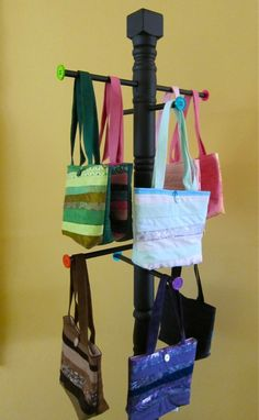 31 Diy Purse Display Craft Fairs purse display stand great idea vintage bags Source: website images craft business booth setup ideas S. Diy Purse Display, Diy Purse Organizer, Handbag Display, Stall Display, Vendor Displays, Craft Booth Displays, Handbag Storage, Display Ideas, Booth Ideas