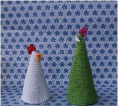 En god ven sad og legede med bordpynten hos os en af juledagene. Og vupti havde juletræet forvandlet sig til påskepynt. Så her kommer hane... Double Crochet, Happy Easter, Coin Purse, Kids Rugs, Diy, Home Decor, Crochet Christmas, Holidays, Accessories