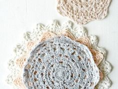 Crochet a Lacy doily - tutorial on how to crochet a doily.