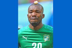 WM 2014: Bilder, die in Erinnerung bleiben In Tränen aufgelöst Die Tränen des Ivorers Geoffroy Serey. Der Verteidiger weinte nicht wie zunächst angenommen um seinen verstorbenen Vater, sondern einzig und allein aus Stolz und Liebe zu seinem Land.
