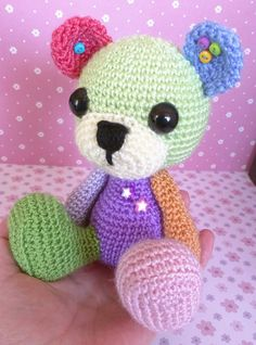 Colorin is a very special and happy amigurumi. Full of colors is prepared to provide a million hugs. It is made entirely by hand crocheted. It has safety eyes and the snout is hand-embroidered. Has applique in form of star on the chest and buttons of colors in the ears. Everything has been sewn securely to the snowman. It measures 14.5 cm high. Weighs 73 grams. Is made to crochets way full. All the production is handmade. It is not suitable for children under 36 months. --- All the prod...