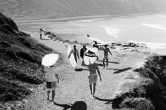 Recently, I stumbled upon a beautiful coffee table book of surfing photos by LeRoy Grannis. The book is called LeRoy Grannis : Surf Photo. Vintage Surfing, Surf Vintage, Verde Vintage, Retro Surf, Vintage Style, Retro Vintage, Beach Girls, Beach Bum, Ocean Beach