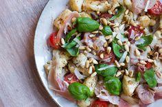 Blomkål med rustik pesto og tørret skinke