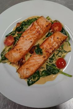 Flavorful, easy to make pan-seared salmon with a simple garlic lemon butter sauce.Seared in a skillet on the stove top and ready in 20 minutes! #pansearedsalmon #salmon
