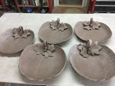 Hand Built Pottery, Slab Pottery, Ceramic Pottery, Pottery Art, Clay Art Projects, Ceramics Projects, Clay Crafts, Beginner Pottery, Halloween Clay