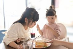 The key to enjoying dinner out with young kids is to pick the right restaurant. Here are nine spots we love that are located across Toronto. Kids Restaurants, Kid Friendly Restaurants, Kid Friendly Meals, Friends Family, Cool Kids, Toronto, Canada, Key, Dinner