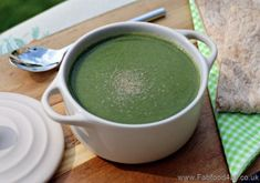 Simple Fat Free Spinach Soup is the perfect soup for anyone wanting to eat healthily, it's sutable for vegans and those on a diet too! Diet Soup Recipes, Cooking Recipes, Vegetable Soup Diet, Syn Free Food, Best Diets To Lose Weight Fast, Spinach Soup, Lose Body Fat, Weight Loss Smoothies, Iron