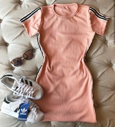 Awww me encanta Sporty Chic Outfits, Cute Comfy Outfits, Lazy Outfits, Tumblr Outfits, Dope Outfits, Retro Outfits, Outfits For Teens, Trendy Outfits, Teenage Girl Outfits