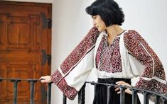 Ie de Bran (Moeciu de Sus) Romanian Blouse from Bran region Photo: Constantin Dinu