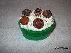 Scatola ovale con dolci realizzati in FImo