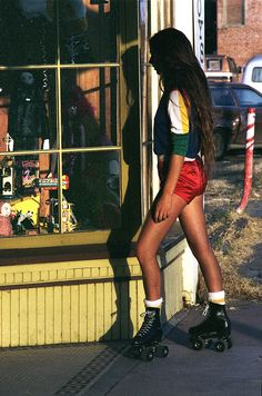 Skate~roller-skating in Venice Beach (pic by Venice Beach Rollerskaters, via Flickr)