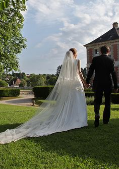 robe de mariée romantique et très grand voile en soie #creationsurmesure #mariage #mariee #haute-couture #paris #createur #robedemarieeunique