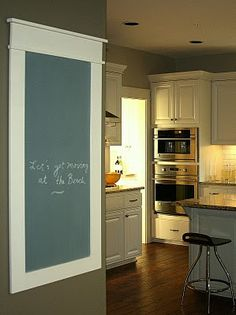 D.I.Y. chalkboard message center. Inspirations for the home.