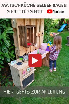 Mud kitchen made of pallets & fruit boxes for children build themselves. DIY slush table for the garden. - Palettenmöbel DIY - How to : Möbel aus Europaletten, Paletten, Möbel selber bauen - garten dekore Pallet Crafts, Diy Pallet Projects, Garden Projects, Firewood Shed, Palette Diy, Pallet Patio Furniture, Patio Swing, Mud Kitchen, Fruit Box