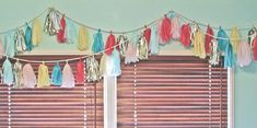 hanging tissue tassels (i'll definitely do this for Huxie's bday party)