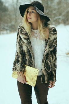 #Blogger Nicole of Running with Wedges wears CoffeeShop #coats for the holidays!