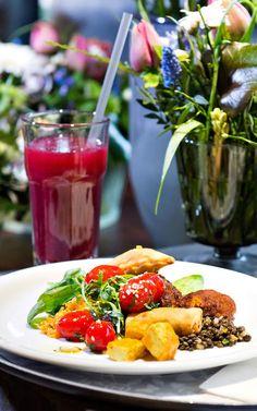 Hiltl at Pflanzbar in Zurich, Vegetarian specialties City Restaurants, Caprese Salad, Eat, Food, Kitchens, Vegan Restaurants, Vegetarian, Switzerland, Essen