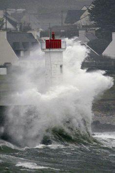 Un enfant tué. La tempête Dirk ravage les côtes françaises - Paris Match