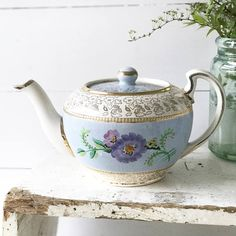 A pretty vintage Lingard teapot Vintage Crockery, Vintage China, Vintage Tea, Chocolate Pots, Chocolate Coffee, Broken China Jewelry, Afternoon Tea Parties, Teapots And Cups, Tea Blends
