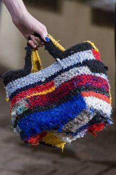 Daniela Gregis at Milan Fashion Week Fall 2017 - Details Runway Photos Bag Crochet, Crochet Purses, Diy Bags Purses, Purses Boho, Boho Bags, Fabric Bags, Fabric Basket, Patchwork Bags, Knitting Accessories