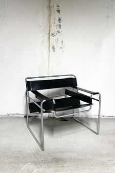 Home Decor Minimalist .Home Decor Minimalist Marcel Breuer, Bauhaus, Chair Design, Furniture Design, Pretty Things, Wassily Chair, Living Room Decor Inspiration, Chaise Vintage, Gothic Home Decor