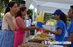 Durante la celebración de las Fiestas Patrias de Colombia en el Barrio del Bon Pastor de Barcelona se instalaron varios puestos de alimentos con lo mejor de la cocina colombiana para los visitantes. Cada año los colombianos recuerdan para estas fecha a su lejano país.