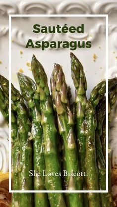 The only ingredients you need to make this Sauteed Asparagus recipe are garlic, lemon, olive oil and of course, asparagus. Simple ingredients with so much taste! Lemon Garlic Asparagus, Sauteed Asparagus Recipe, Saute Asparagus, Side Recipes, Fruit Recipes, Light Recipes, Sweets Recipes, Canadian Food, Seasonal Food