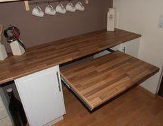 Ausziehbarer Tisch unter der Küchenarbeitsplatte Tisch,Küche,Arbeitsplatte,ausziehbar,Küchenarbeitsplatte
