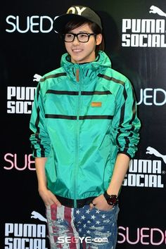 His smile is perfect. CNU<3