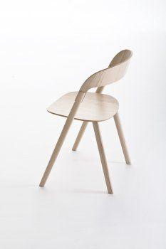 Pila chair  by Magis  -    Plain wood, ply wood, die cast aluminium  -    Ronan & Erwan Bouroullec Design