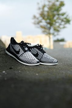 NIKE SPORTSWEAR W NIKE ROSHE TWO FLYKNIT, sneakers, shoes, trend, trends, trends 2017, sport, sport shoes, footwear, footwear trends, official,